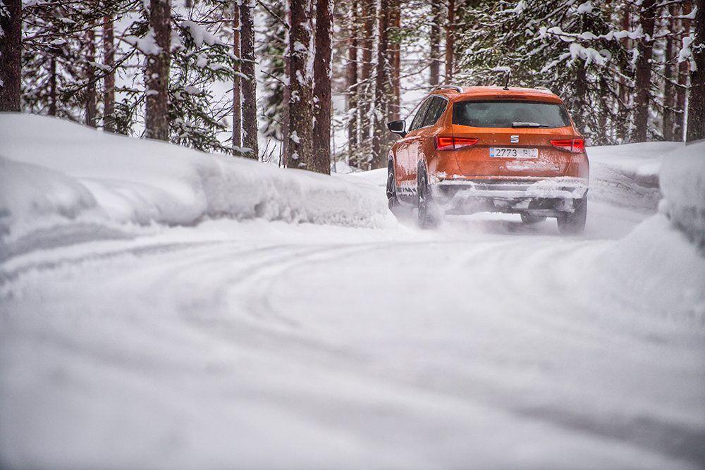 te-ensenamos-como-conducir-sobre-la-nieve-tu-nuevo-seat