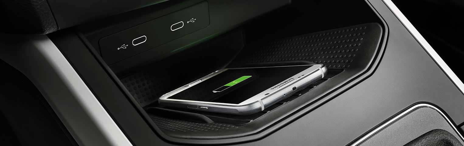 SEAT-carga-inalambrica-smartphone