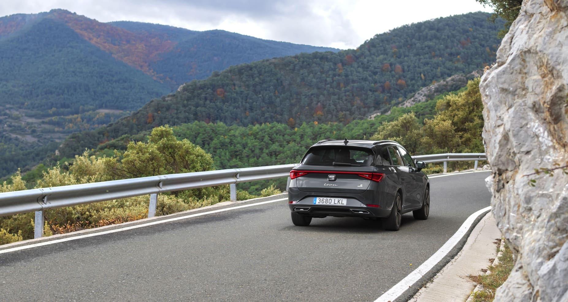 SEAT-Leon-eHybrid-circulando