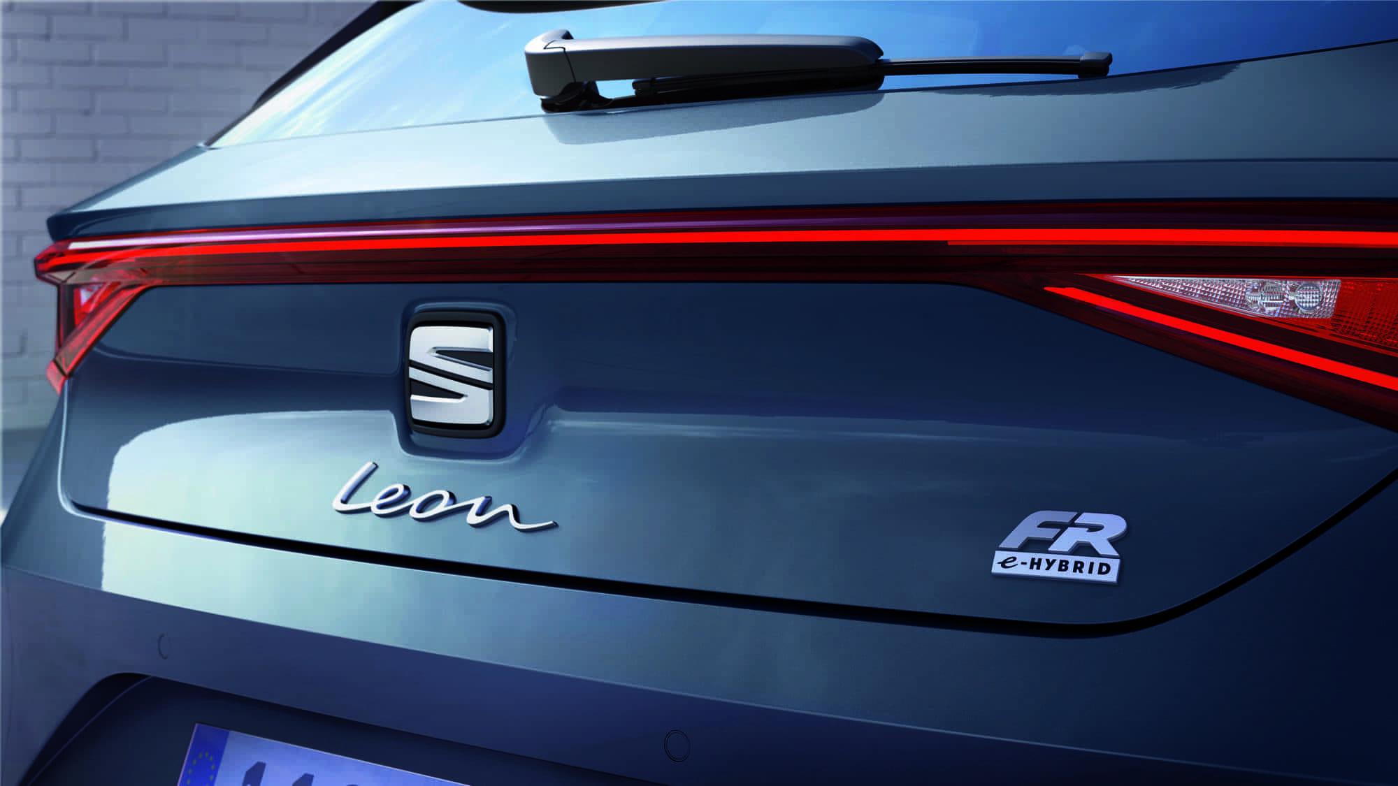 SEAT-Leon-eHybrid-insignia