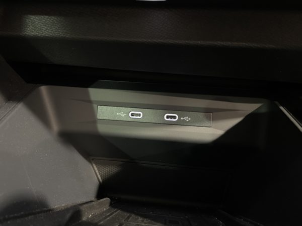 usb c seat leon 2020